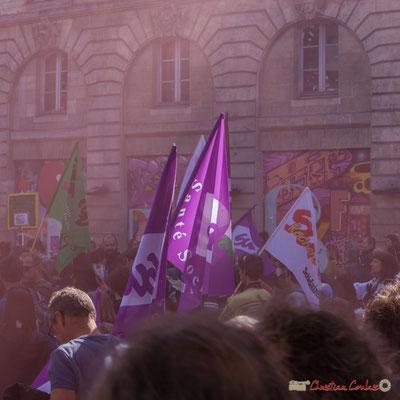 3 Dans les volutes des fumigènes. Manifestation intersyndicale de la Fonction publique, place Gambetta, Bordeaux. 10/10/2017