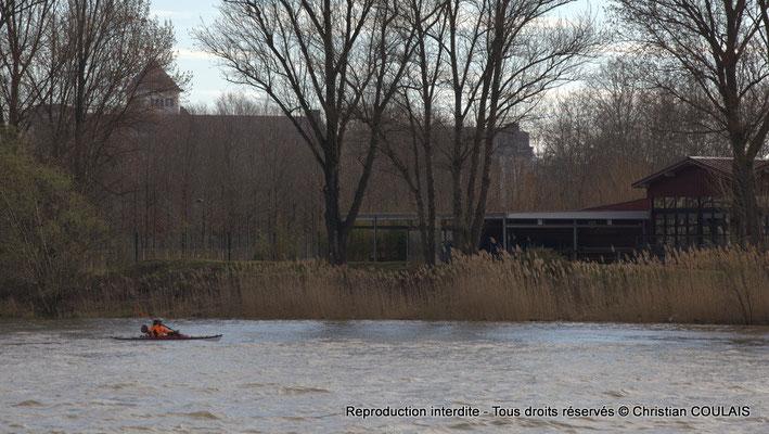 Kayac sur la Garonne, rive droite. Bordeaux, samedi 16 mars 2013