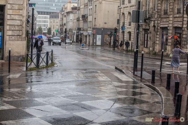 Arrivée de la tête du cortège en vue de la Place Gambetta. Manifestation contre la réforme du code du travail. Bordeaux, 12/09/2017