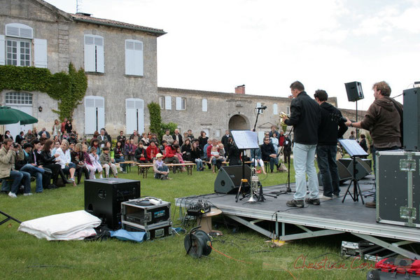 Un public très présent pour cette grande première. MovieJazzProject, Festival JAZZ360 2010, château Lestange, Quinsac, 16/05/2010