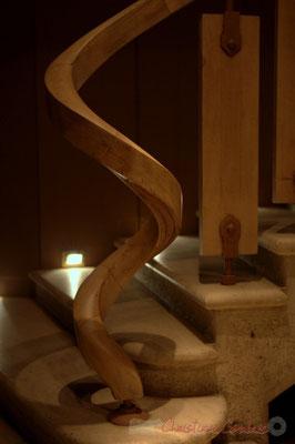 Détails. Escalier pour descendre au chai d'élevage du Château d'Yquem