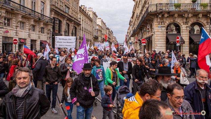 11h07 Le cortège du 1er mai a déjà investit la place de la Comédie, depuis longtemps. Bordeaux. 01/05/2018