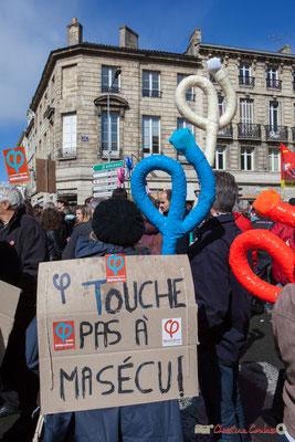 """""""Touche pas à ma sécu"""" Manifestation du 1er mai 2017, avec la France Insoumise, cours d'Albret, Bordeaux"""