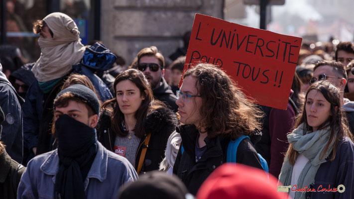 """14h42 """"L'université pour tous"""" Manifestation intersyndicale de la Fonction publique/cheminots/retraités/étudiants, place Gambetta, Bordeaux. 22/03/2018"""