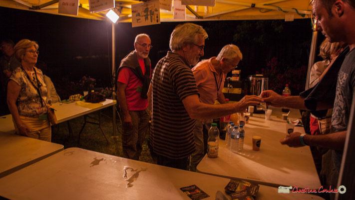 Les verres réutilisables JAZZ360 sont consignés 1€. Après concert de Louis Sclavis Quartet; Festival JAZZ360 2018, Cénac. 08/06/2018