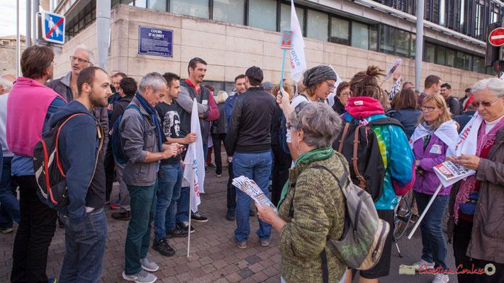 """""""Demandez Fakir"""" (Pour tout abonnement, une tapette anti-Macron offerte ?) Manifestation intersyndicale de la Fonction publique, cours d'Albert, Bordeaux. 10/10/2017"""