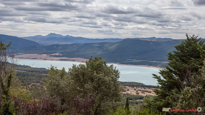 Vue du lac de retenue de Yesa depuis le Monastère San Salvador de Leyre / Vista del embalse lago de Yesa desde el Monasterio de San Salvador de Leyre, Navarra