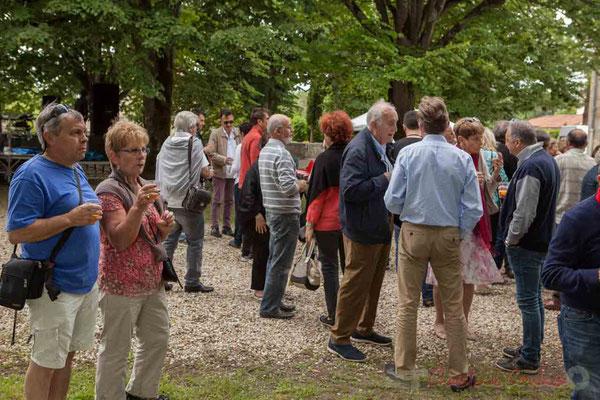 L'apéritif offert par la Mairie de Camblanes-et-Meynac réunit riverains, bénévoles et partenaires. Festival JAZZ360 2016, 11/06/2016