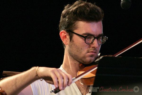Violoncelliste, Big Band du Conservatoire Jacques Thibaud, section MMA. Festival JAZZ360, Cénac. 03/06/2011