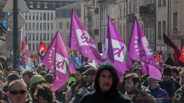 """14h47, drapeau mauve, Sud """"Santé Sociaux"""". Place Gambetta"""