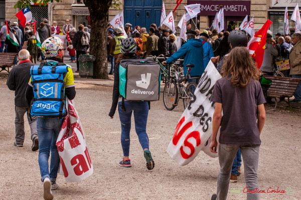 11h02 Les coursiers-manifestants remontent le cortège place Gambetta, Bordeaux. 01/05/2018