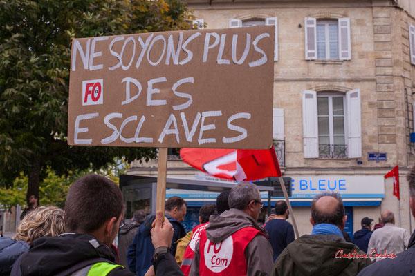"""""""Ne soyons plus des esclaves"""" Manifestation intersyndicale, Bordeaux, mardi 5 octobre 2021. Photographie © Christian Coulais"""