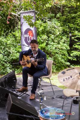 Nicolas Saez débute en solo le concert du pique-nique vigneron. Festival JAZZ360 2019, Château Duplessy, Cénac, lundi 10 juin 2019