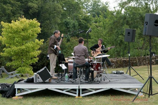 Philippe Bayle Trio; Iazid Ketfi, Didier Ottaviani, Philippe Bayle. Festival JAZZ360 2011, Quinsac, face au coteau de Camblanes-et-Meynac. 05/06/2011