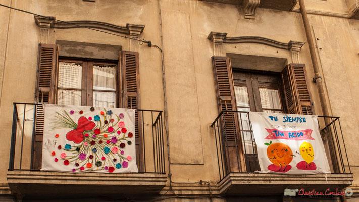 Détail des peintures sur tissu de la façade de la maison, Sangüesa, Navarra