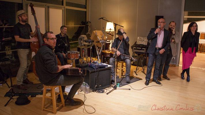 Dominique Alcala, Maire de Bouliac, présente Jazzymuté qui anime cet Apéro Jazz, Bouliac. 04/03/2016 . Reproduction interdite - Tous droits réservés © Christian Coulais