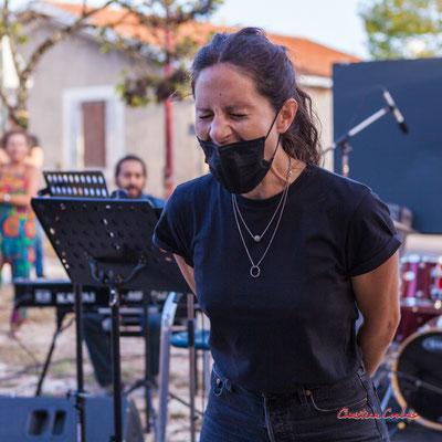 Finale femme du concours de cri, sation vélo de Créon. Festival Ouvre la voix, organisation Rock School Barbey, samedi 4 septembre 2021. Photographie © Christian Coulais