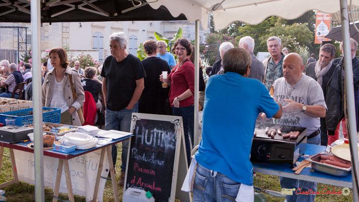 Le Comité des fêtes du Tourne propose des huitres du Bassin d'Arcachon, des gillades, du vin local. Festival JAZZ360 2018, Langoiran. 07/06/2018