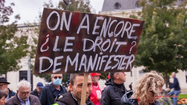 """""""On a encore le droit de manifester ?"""" Manifestation intersyndicale, Bordeaux, mardi 5 octobre 2021. Photographie © Christian Coulais"""