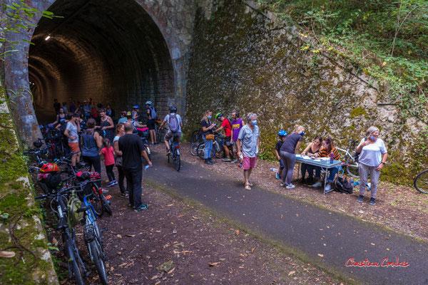 Eliminatoires du concours de cri, tunnel ferroviaire de la Sauve. Festival Ouvre la voix, piste cyclable Roger Lapébie, samedi 4 septembre 2021. Photographie © Christian Coulais
