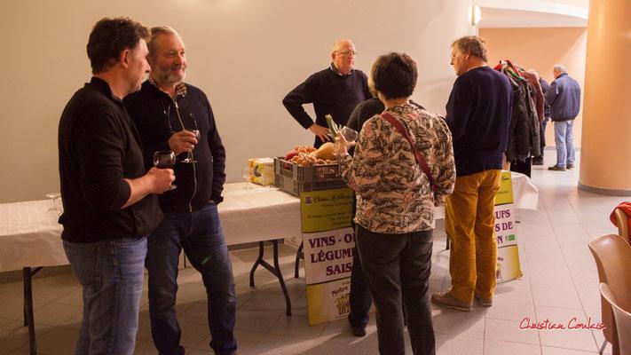 Dégustation de vin bio avec Olivier Reumaux, Château le Parvis de Dom Tapiau, viticulteur & maraîcher. Soirée Club JAZZ360, Cénac. Samedi 1er février 2020 ©Christian Coulais