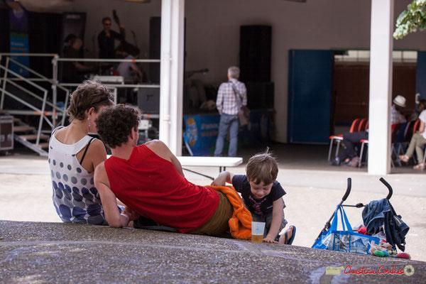 L'esprit JAZZ360, venir en famille, se restaurer à prix serré, bénéficier de concerts gratuits. Festival JAZZ360 2018, Camblanes-et-Meynac. 09/06/2018