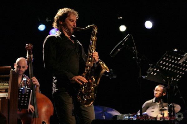 Mauro Gargano, Frédéric Borey, Roger 'Kemp' Biwandu; Roger Biwandu Quintet, Festival JAZZ360 2011, Cénac. 03/06/2011