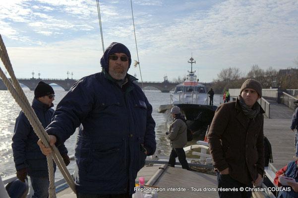 Une partie de l'équipage associatif les Chantiers Tramasset sur la gabare les Deux Frères, appontée au quai de la Douane. Bordeaux, samedi 16 mars 2013