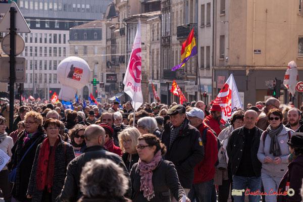 14h26 Manifestation intersyndicale de la Fonction publique/cheminots/retraités/étudiants, place Gambetta, Bordeaux. 22/03/2018