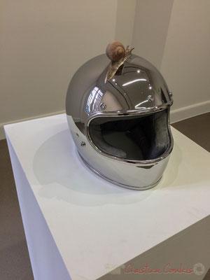 Urs Fishcher Snail Crossing Helmet, 2016. Bronze moulé, acier inoxydable, apprêt acrylique, enduit, peinture à l'huile. Fondation Vincent van Gogh, Arles