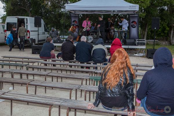 Quinsac, une averse traverse la commune, le public s'éparpille, pas pour longtemps. Festival JAZZ360 2016, 12/06/2016