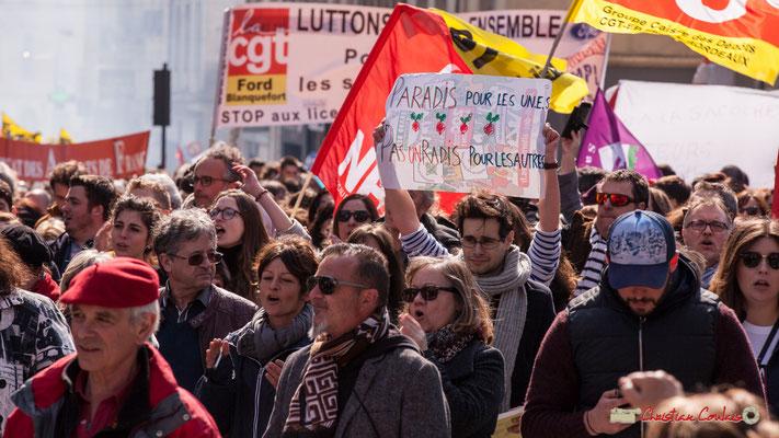 """14h45 """"Paradis pour les un.e.s, pas un radis pour les autes."""" Manifestation intersyndicale de la Fonction publique/cheminots/retraités/étudiants, place Gambetta, Bordeaux. 22/03/2018"""