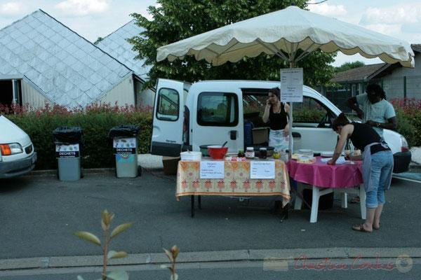 Restauration sur place et des boutiques artisanales. Festival JAZZ360 2011, Les coulisses du Festival à Cénac. 03/06/2011