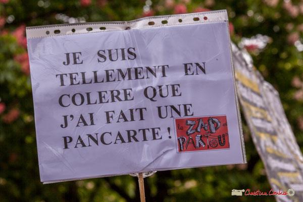 """10h51 """"Je suis tellement en colère que j'ai fait une pancarte ! La ZAD est partout."""" Rue du Docteur Nancel-Pénard, Bordeaux. 01/05/2018"""
