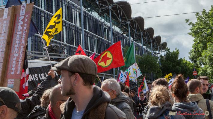 La Confédération Nationale des Travailleurs emboîte la pas au cortège. Manifestation du 1er mai 2017, avec la France Insoumise, cours d'Albret, Bordeaux