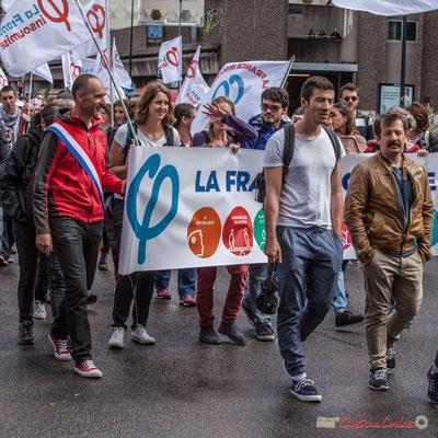 """""""Tiphaine Maurin se cache des paparazzis"""" Manifestation contre la réforme du code du travail. Rue Georges Bonnac, Bordeaux, 12/09/2017"""