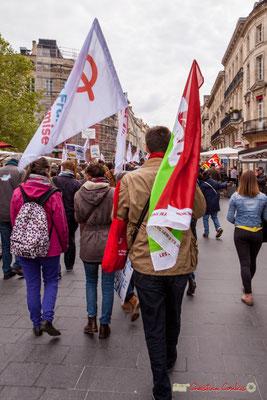 11h08 Militant aux drapeaux la France insoumise et Parti de Gauche. Cours de l'Intendance, Bordeaux. 01/05/2018