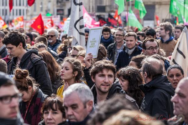 "14h28, ""Loi travail : non merci"". place Gambetta."
