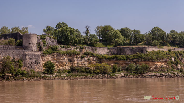 Construit sous Louis XIV, le verrou a vocation à protéger Bordeaux des attaques ennemies, qui se trouve 50km en amont. 06/05/2018