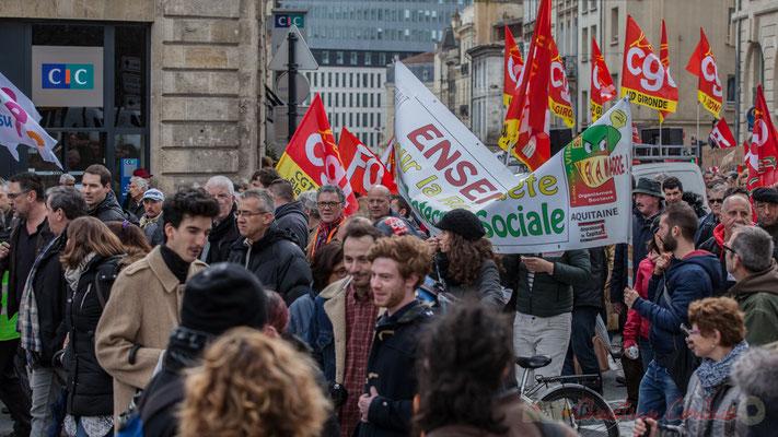 """14h31, """"Ensemble pour la R........Sociale"""". Nota Bene : tendez vos bannières afin de gagner en lisibilité !"""