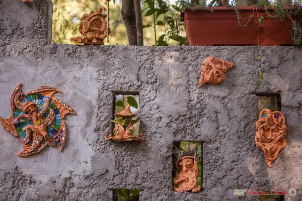 4 Le petit peuple des forêts, est ici représenté (elfes, fées, trolls, lutins). Chemin de Peybotte, Lignan-de-Bordeaux. 17/10/2017