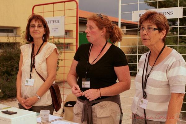 Les bénévoles ne vont pas tarder à ouvrir la salle culturelle (Martine Mercadal, Catherine Courrèges, Maryse Pinol). Festival JAZZ360 2011, Cénac. 03/06/2011
