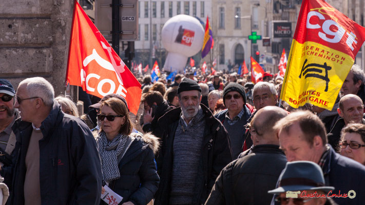 14h25 Parti Communiste des Ouvriers de France. Manifestation intersyndicale de la Fonction publique/cheminots/retraités/étudiants, place Gambetta, Bordeaux. 22/03/2018
