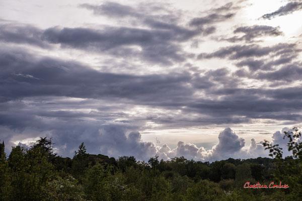 Ciels et nuages, dimanche 19 avril 2020, 19h20, Haut-Brignon, Cénac. Photographie : Christian Coulais / 70mm