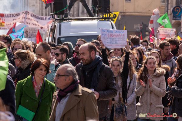 """14h44 """"Un autre monde est urgent: juste, équitable, solidaire."""" Manifestation intersyndicale de la Fonction publique/cheminots/retraités/étudiants, place Gambetta, Bordeaux. 22/03/2018"""