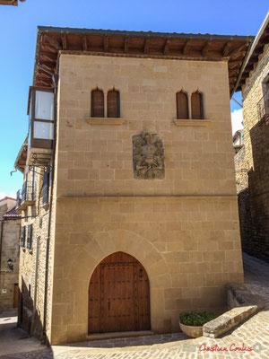 Maison noble et son blason /  Noble casa y su escudo, Aibar, Navarra