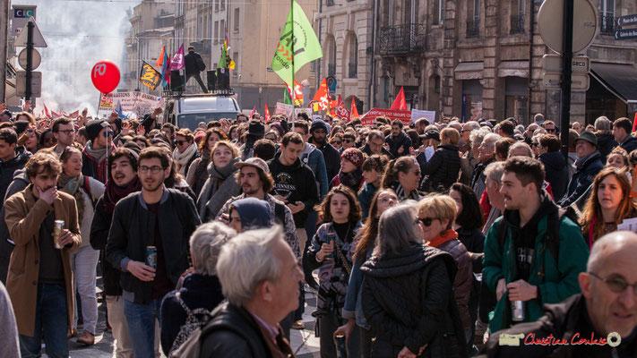 14h44 Arrivée du Syndicat SUD Solidaires. Manifestation intersyndicale de la Fonction publique/cheminots/retraités/étudiants, place Gambetta, Bordeaux. 22/03/2018