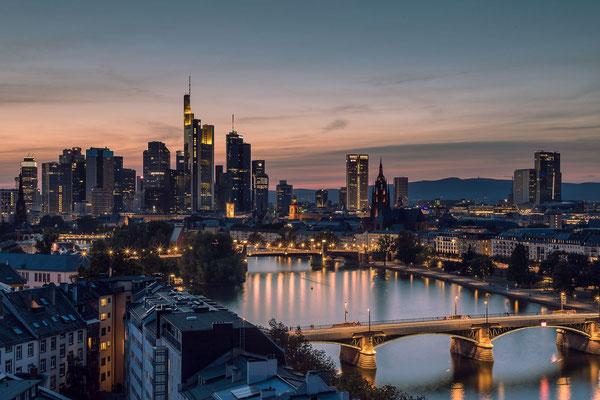 Die Frankfurter Skyline vom Lindner-Main- Plaza.
