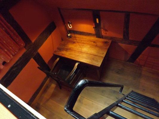 上面的阁楼双人床