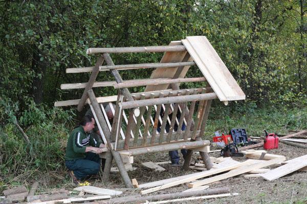 Bild: Bau einer Rehwildraufe.